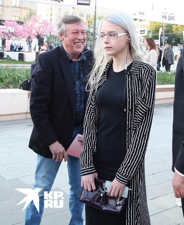 Ефремов содержал бывшую жену Ксению Качалину и их общую дочь 19-летнюю Анну-Марию Фото: Лариса КУДРЯВЦЕВА/ЭГ