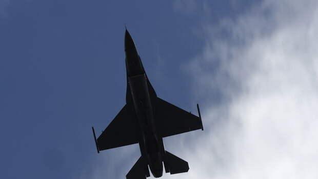 В США самолет сбросил авиационное топливо сразу на шесть школ