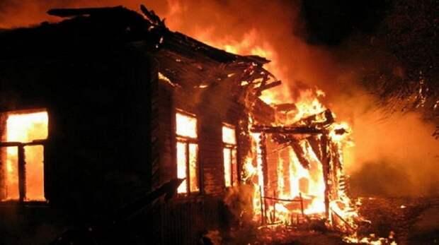 В Макеевке в сгоревшем доме обнаружен труп неизвестного мужчины
