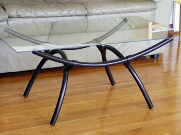 Стильный столик из труб.