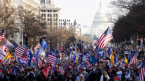 У стен Капитолия в Вашингтне сторонники Трампа готовят массовый митинг