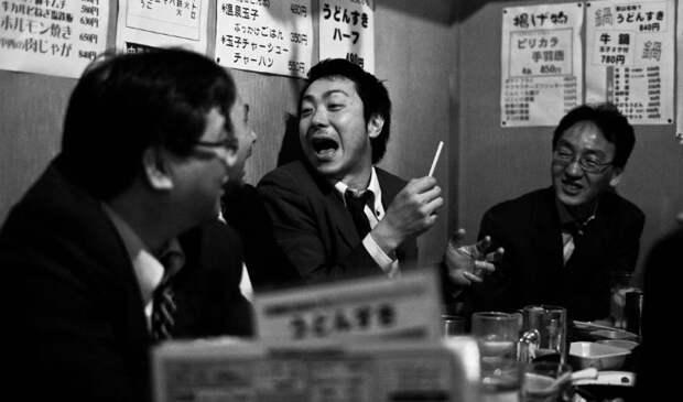 Залить за белый воротник, или Как пьет японский офисный планктон