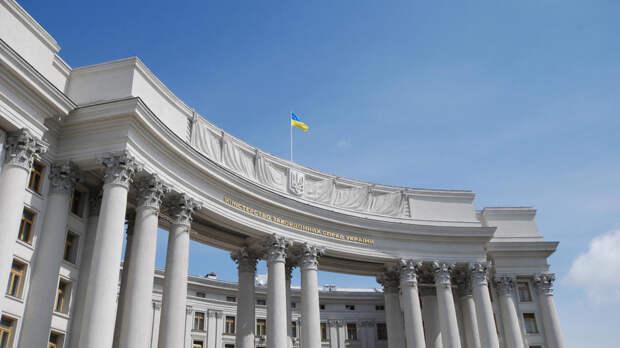 Украина требует от Запада подкрепить антироссийские слова делами