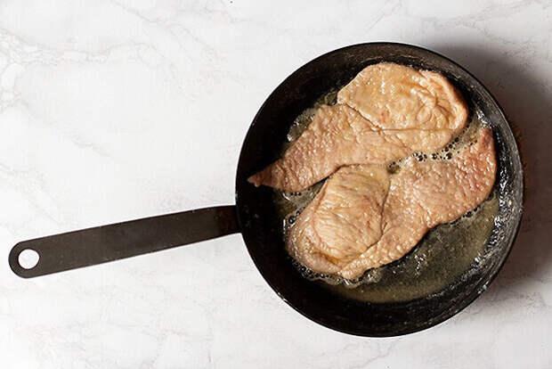 Простой рецепт мяса с грибами: муж просит готовить почаще