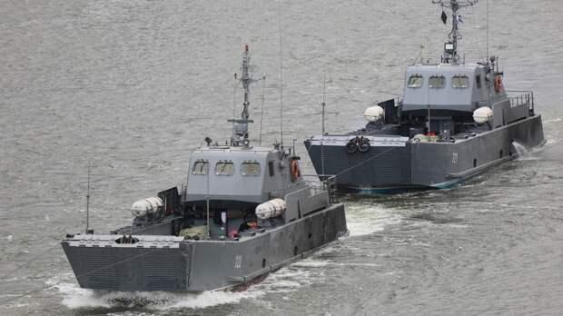 Вдоль набережной вРостове прошли боевые корабли Каспийской флотилии
