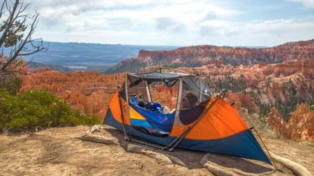 Tammock – оригинальный сплав расслабляющего гамака и палатки, защищающей от непогоды. /Фото: ksr-ugc.imgix.net