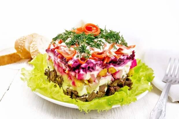 Пикантный слоеный салатик «Чародей»