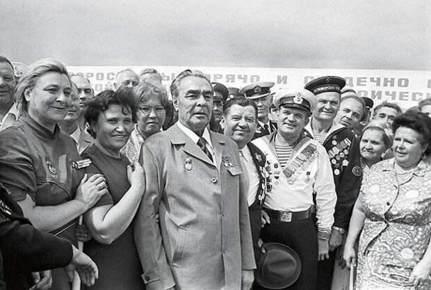 Так почему же при Брежневе все жили хорошо