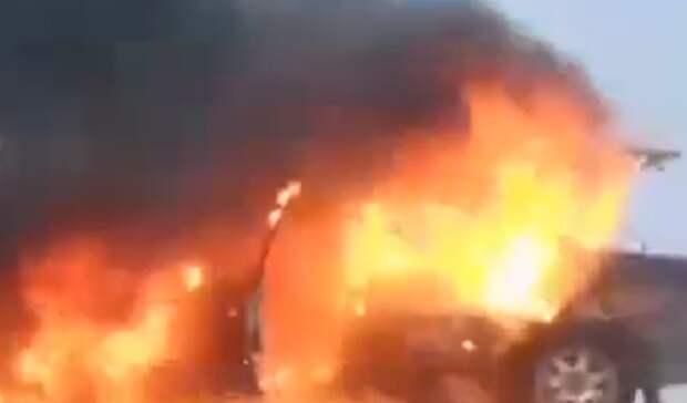 В центре Орска сгорел автомобиль