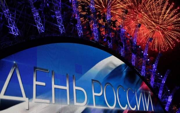 Во время праздничного салюта в честь Дня России