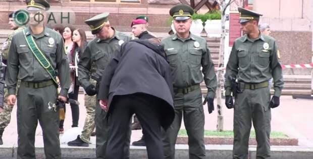 Появилось видео странного «обыска» украинских солдат Вооруженных сил Украины (ВИДЕО)