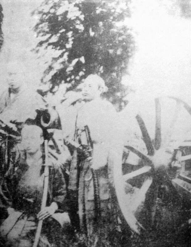 Отори Кэйсукэ (в центре у пушки) jacar.go.jp - Кровавые вехи войны Босин   Военно-исторический портал Warspot.ru