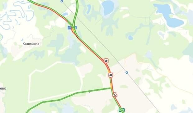 Огромная пробка на 9 километров и 2 аварии остановили движение на Ялуторовском тракте