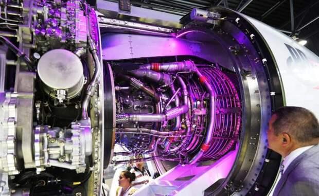 На фото: турбореактивный двухконтурный двухвальный двигатель ПД-14