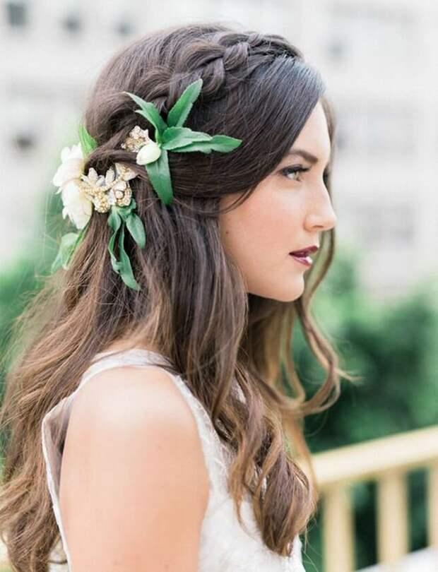 Трендовая прическа: 9 модных украшений для волос лета 2020