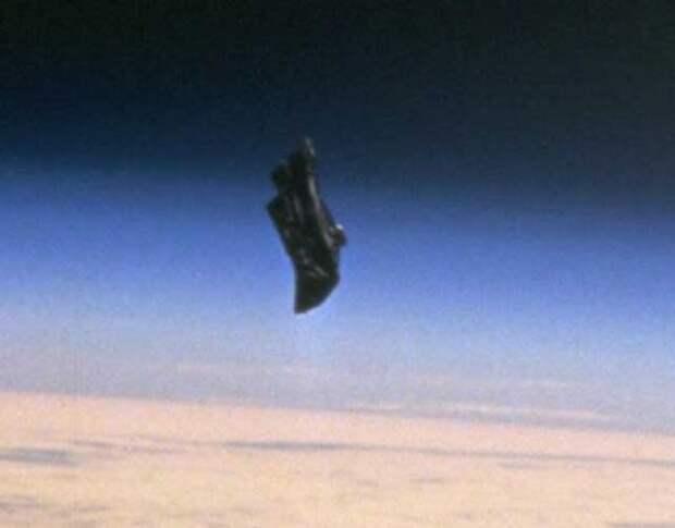 """""""Непонятно что"""" пока летает вокруг Земли..."""