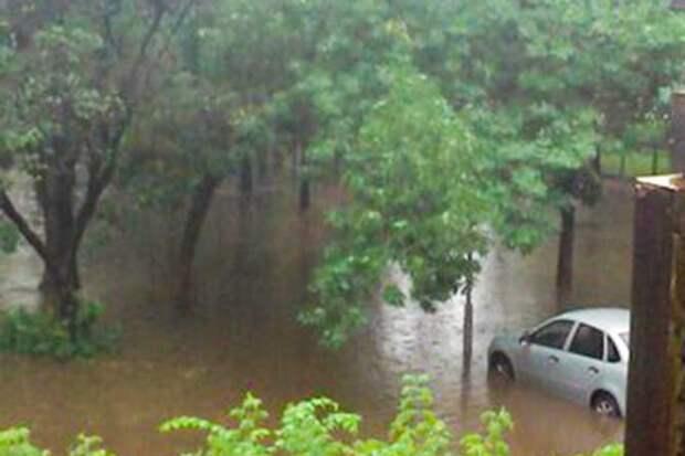 01-07-2015-zatopilo-dozhd-grad-groza-molniia-05