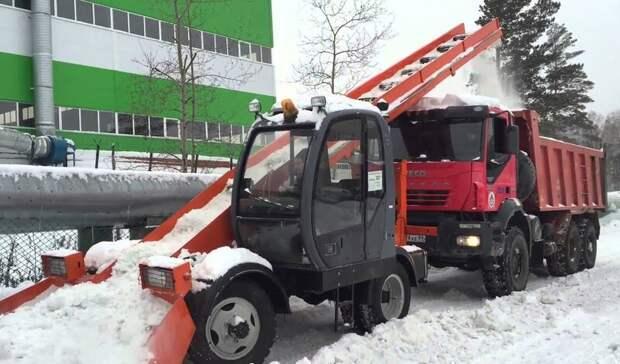 Новые лаповые погрузчики вОренбурге неубирают снег, апростаивают без дела