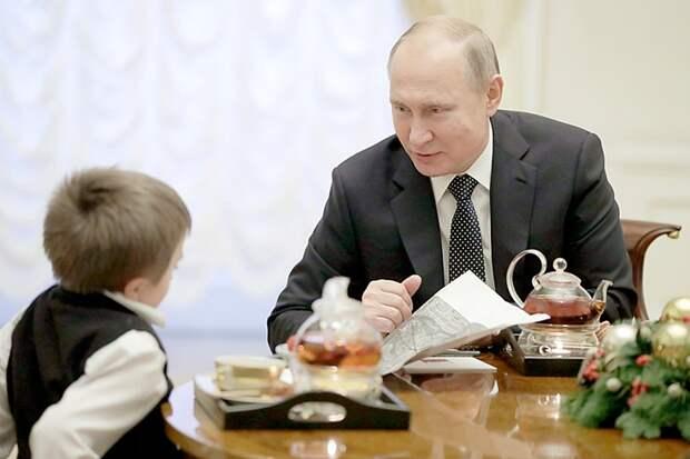 «Обалденно»: Путин покатал тяжелобольного мальчика на личном вертолете