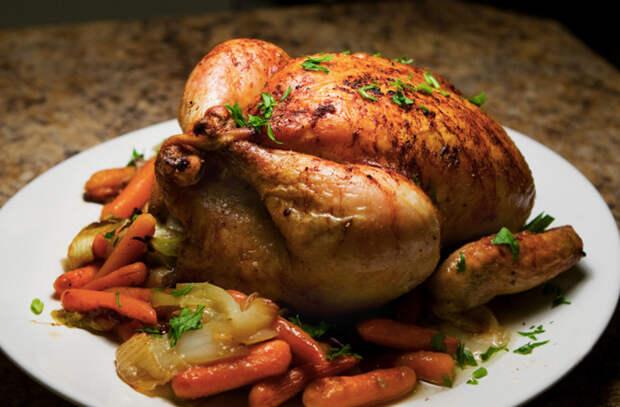 Курица в центр стола: ресторанный повар дал простой рецепт в духовке с сухим маринадом