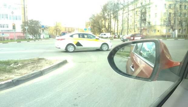Яму заделали на Большой Серпуховской улице в Подольске по просьбе жителя