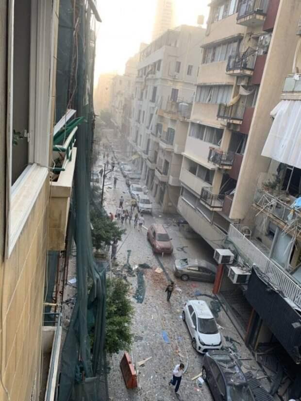 Мощный взрыв аммиачной селитры вБейруте: причины, последствия, фото ивидео изсоцсетей
