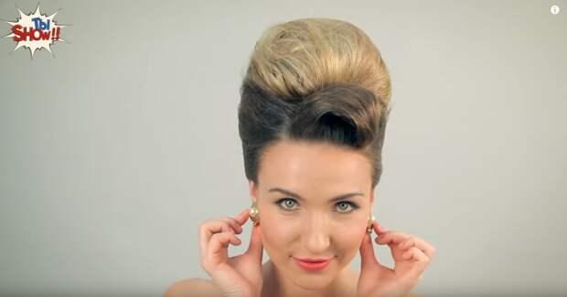 В шестидесятые годы двадцатого века украинские женщины следуют тенденциям мировой моды.