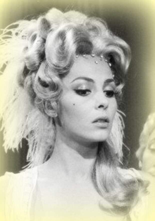 """Мишель Мерсье в фильме """"Как я научился любить женщин"""" (1966)."""