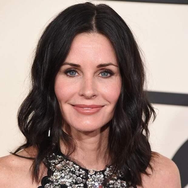 Американской актрисе, известной по роли в ситкоме «Друзья», приписывали романы со многими мужчинами, но настоящую любовь встретила на съёмках фильма «Крик».