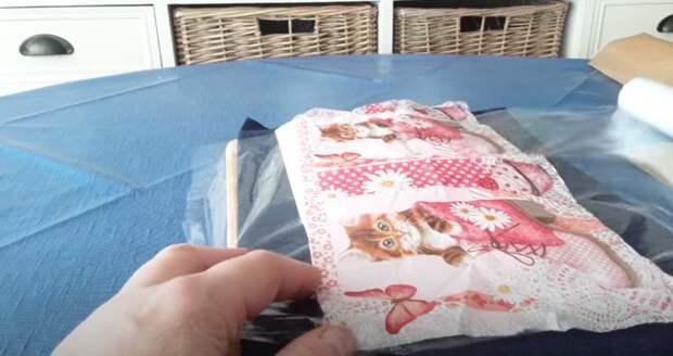 Пригодится каждой рукодельнице и не только: удивительный трюк с салфеткой и пищевой пленкой