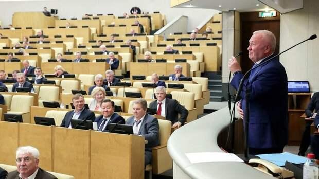 Почти 350 тысяч рублей: Какие зарплаты депутаты вынимают из кармана народа