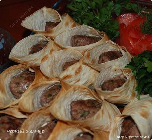 Мини люля-кебаб, запеченные в лаваше