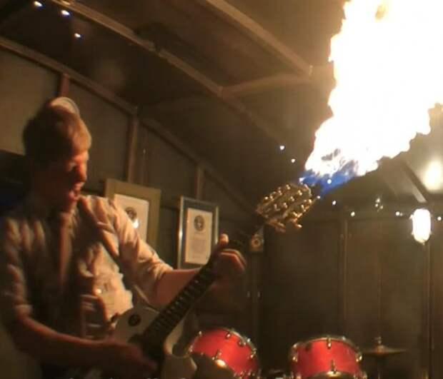 Британский изобретатель показал гитару-огнемет