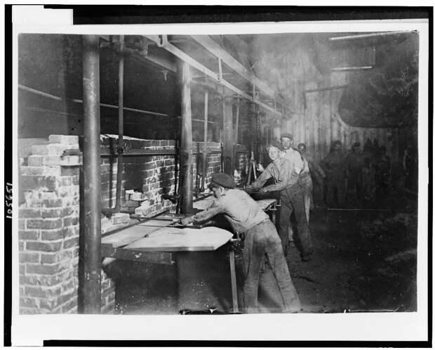 6. Дети на стеклоплавильном заводе. Индиана. 1908 год. америка, дети, детский труд, история