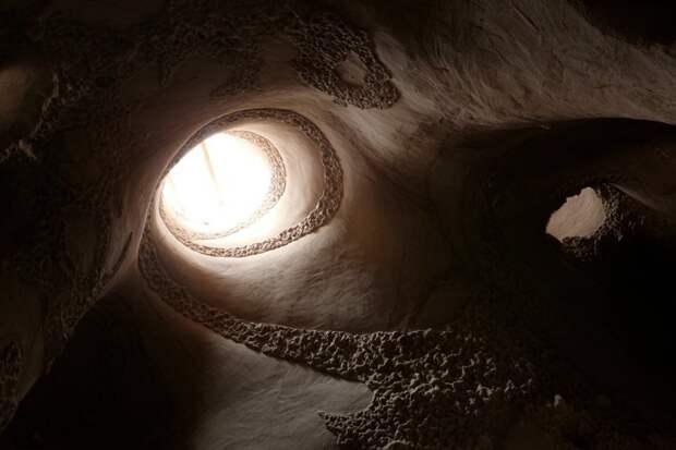 Подземный мир в пустынных скалах Нью-Мехико