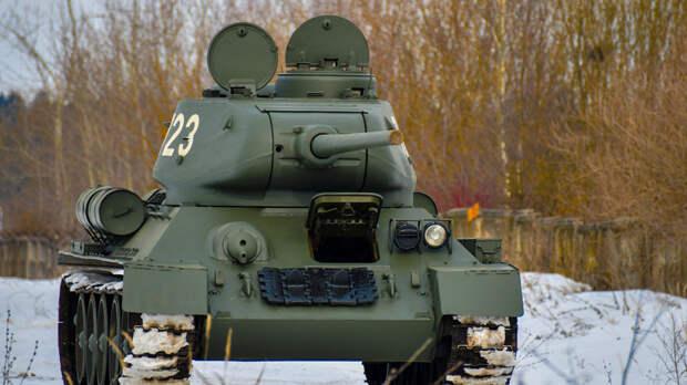 Двое военных вНовочеркасске частично разобрали танки исдали наметаллолом