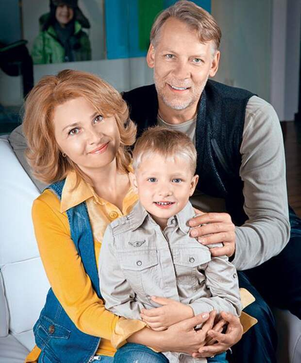 «Долгие годы жили вместе привыкая друг к другу»: Только посмотрите кто она, красивая жена Виктора Ракова