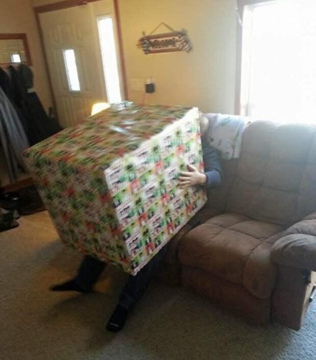11. Представляете лицо дедушки, который распаковал подарок, в котором лежит подарочная карта? мастера упаковки, подарок, прикол, упаковка
