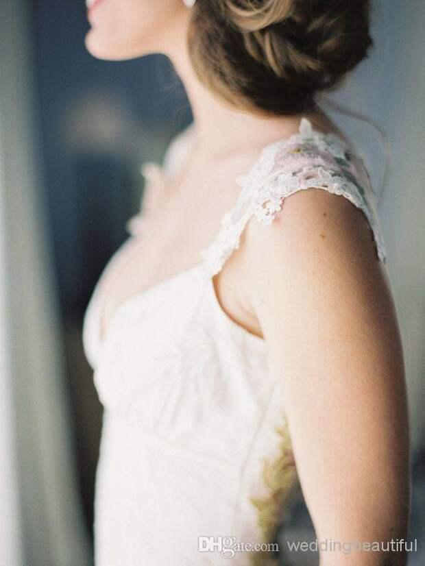 Свадебное платье с цветной вышивкой
