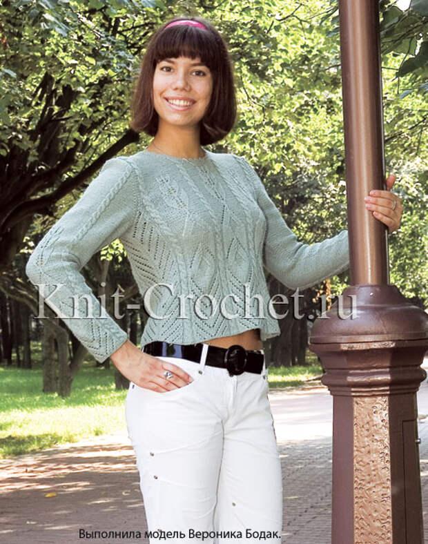 Женский пуловер с ажурами и косами размера 44-46, связанный на спицах.