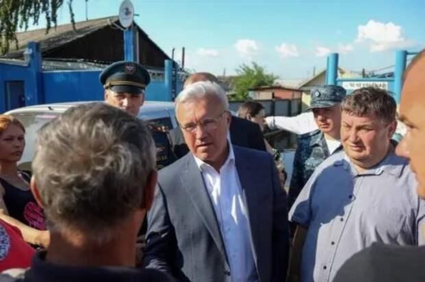 """Красноярский губернатор - жителям затопленного Канска: """"Что вы хотите мне сказать? Права качнуть? Я тоже могу качнуть"""""""