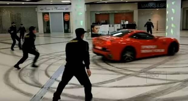 Мажор-перформанс: бывший мэр подрифтовал на Ferrari в торговом центре