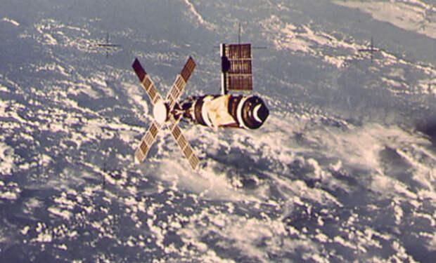 Скайлэб в космосе