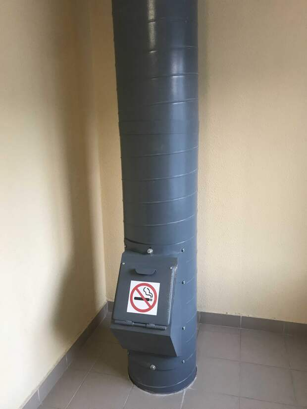 В подъезде дома на Академика Комарова заменили клапан мусоропровода