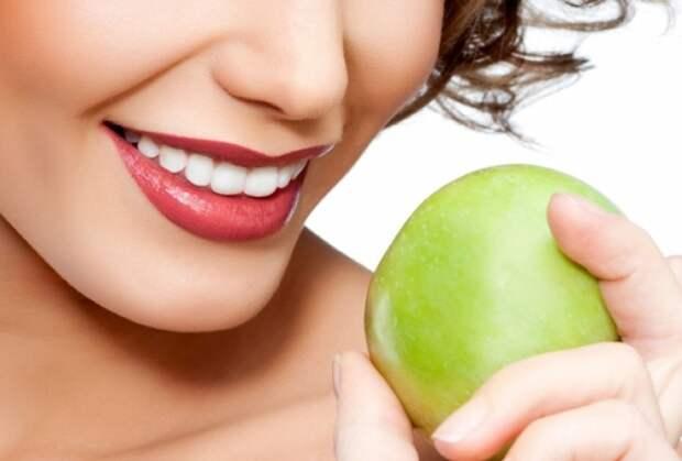 10 способов отбелить зубы в домашних условиях
