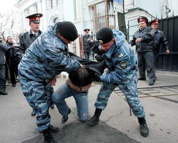 Адвокат Демушкина рассказал о его унижении на обыске.ТАК ОНИ РАБОТАЮТ!