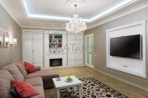 Телевизор напротив дивана в гостиной