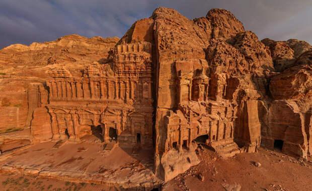 Петра: загадка древнего города в скале