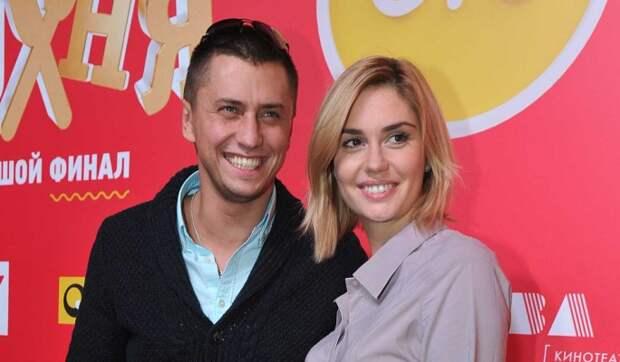 «Счастья пожелаю»: Муцениеце отреагировала на известие о свадьбе Прилучного и Карпович