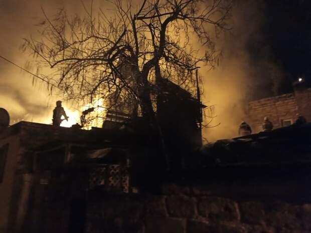 Произошедший ночью пожар в Ялте лишил жилья 11 человек